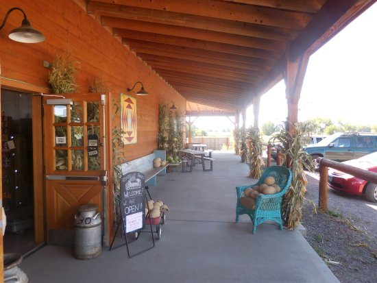Lafayette, CO: leisure setting at entrance for a little take it all in time.