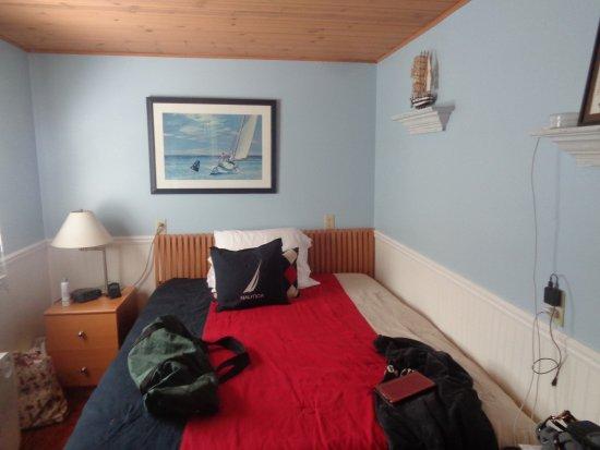 Bella Vita Spa + Suites: Bedroom behind kitchen
