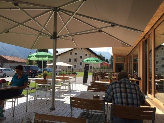 Bever, Swiss: Modernes Hotel und Restaurant geschmackvoll eingerichtet
