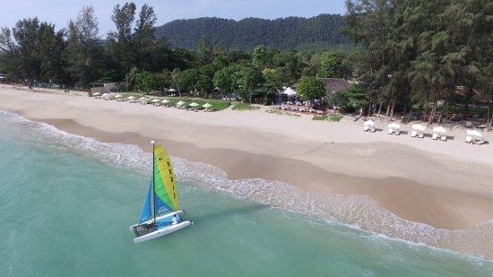 Layana Resort and Spa: white sand beach