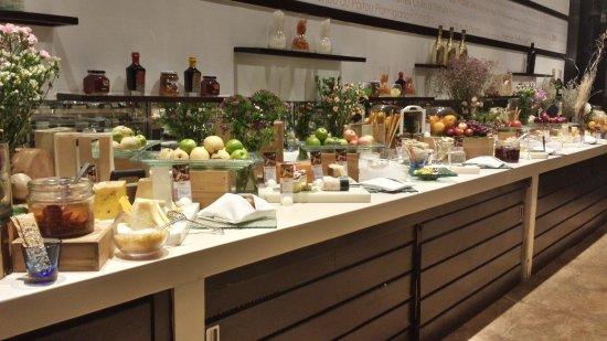 la Cheese Room - Picture of Millennium Hilton Bangkok