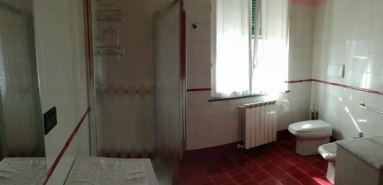 Ricco del Golfo di Spezia, Italia: Panoramica bagno Deluxe Red