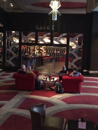 Cornelia Diamond Golf Resort & Spa: Lounge and bar