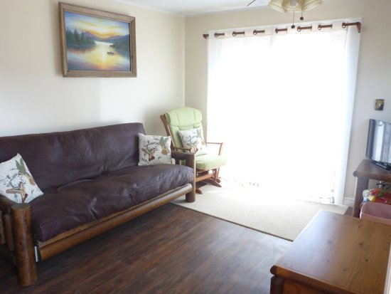 Milford, Canada: one bedroom sitting area