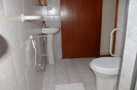 Caparao, MG: Banheiros adaptados para cadeirantes e pessoas com necessidades especiais.