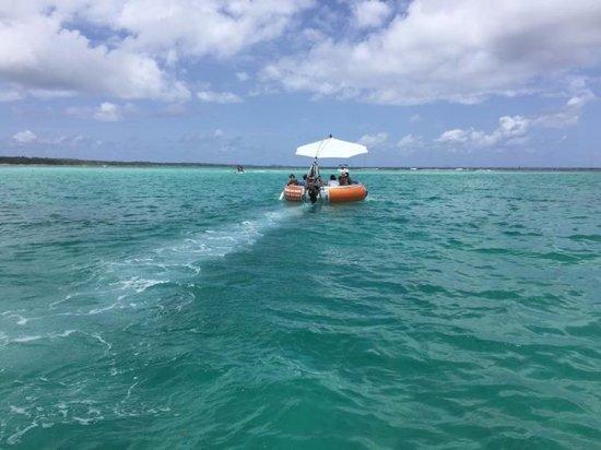 Saint François, Guadalupe: Escapade à bord du DONUTS BBQ BOAT au milieu du lagon