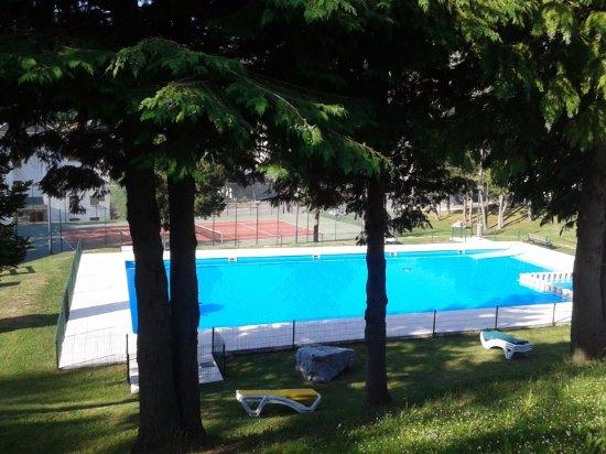 Formigal, España: Piscina gratuita para clientes en la urbanización