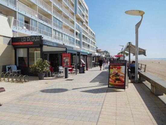 Saint-Gilles-Croix-de-Vie, ฝรั่งเศส: les commerces sur le remblai