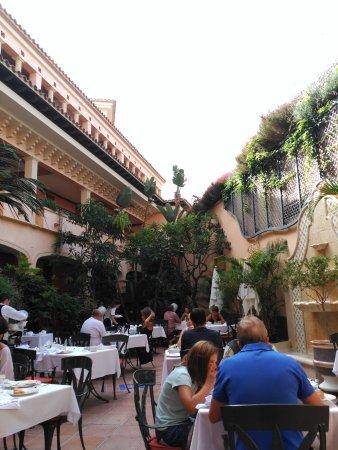 Gran Hotel Atlantis Bahia Real: Breakfast time