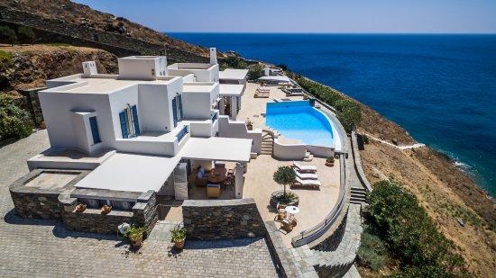 Siros, Grèce : Bird's eye view of BluEros Luxury Villa in Syros, Cyclades Greece