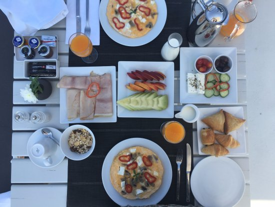 Aenaon Villas: Breakfast included