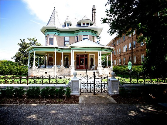Hassinger Daniels Mansion B&B
