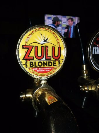 Eshowe, Zuid-Afrika: The Famous Zulu Blonde Beer on tap