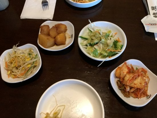 Burnaby, Canadá: The banchan (side dishes).