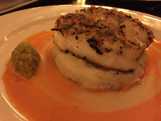 Mason Street Grill: Halibut was outstanding. The jalapeño relish made this dish!!