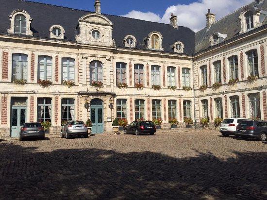 Gosnay, Frankrike: Entrance