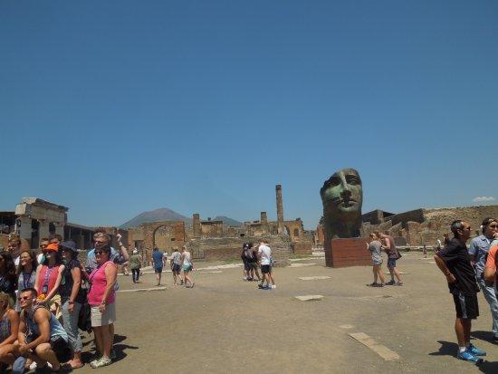 Forum : More sculpture pieces, Vesuvius in the background