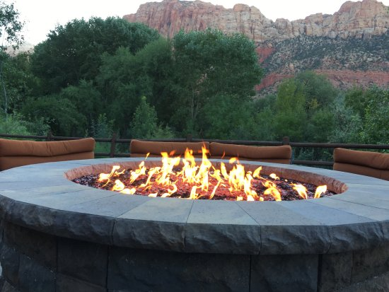 le brasero gaz picture of holiday inn express springdale zion natl pk area springdale. Black Bedroom Furniture Sets. Home Design Ideas