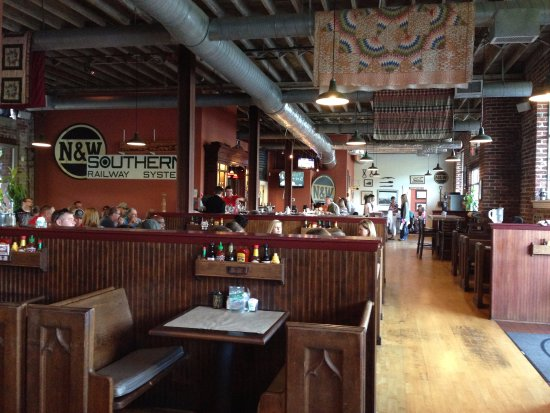 Depot Grille: Interior