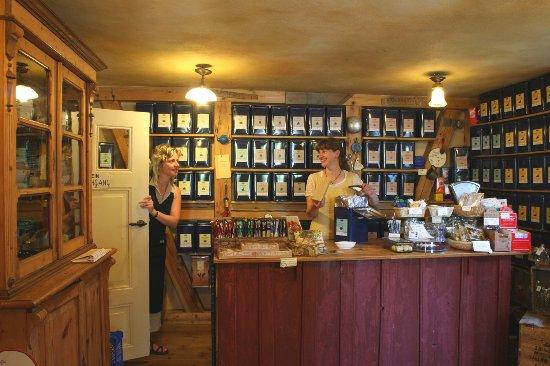 Ostseebad Prerow, Duitsland: Der Teeladen gleich neben der Teestube.