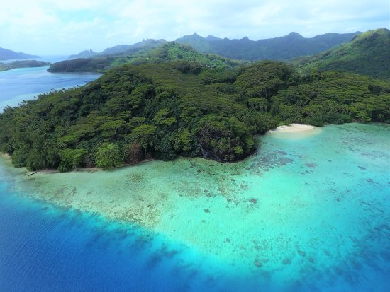 Huahine, French Polynesia: Beautiful Bourayne Bay from the drone