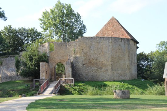 Crevecoeur-en-Auge, Francia: The bailey