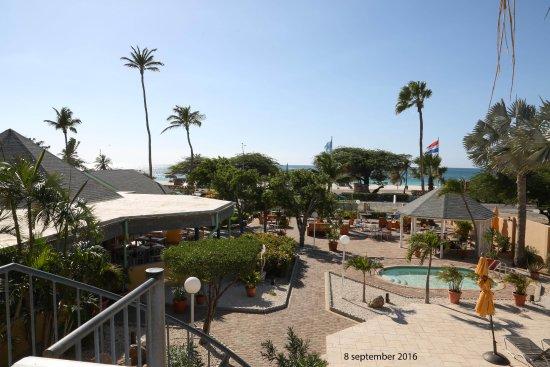 MVC Eagle Beach: mooi uitzicht vanaf zitje op de galerij