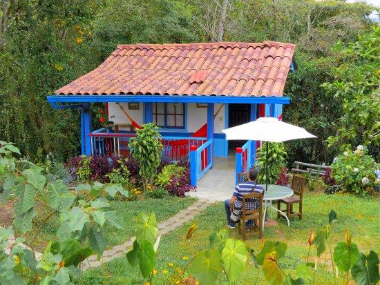 Finca Hotel Cabanas y Flores