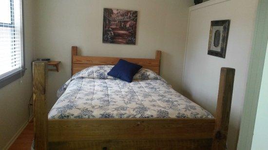 Royal, Арканзас: 1 Bedroom cabin queen bed