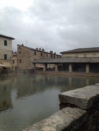 Main thermal pool - Picture of Terme Bagno Vignoni, Bagno Vignoni ...