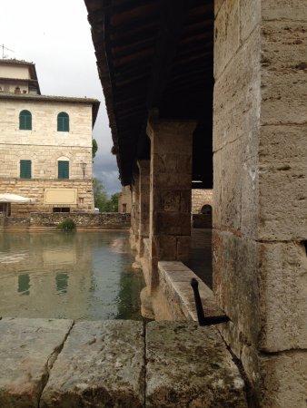 San Quirico dOrcia, Italien: wash house detail
