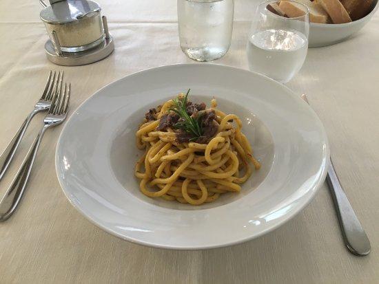 Campodarsego, Italien: Bigoli al ragù d'asino, tagliata di sorana ai ferri con porcini marinati
