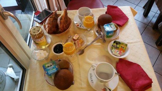 Orcival, Francia: Le petit déjeuner