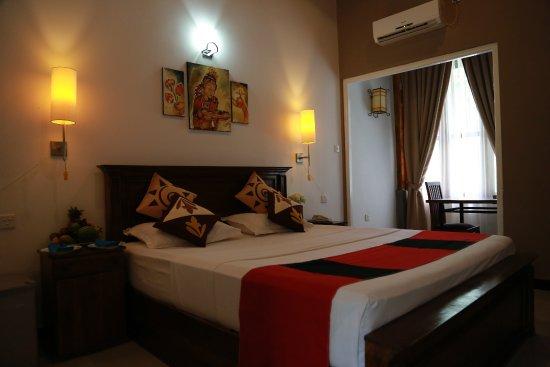 Grand Kalundawa Waterfront Resort : Superior double room