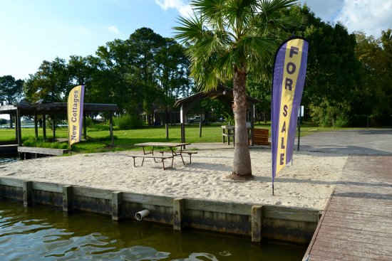 Willis, TX: Beach area on either side of the dock at the marina. Great to have a cup of coffee in the mornin