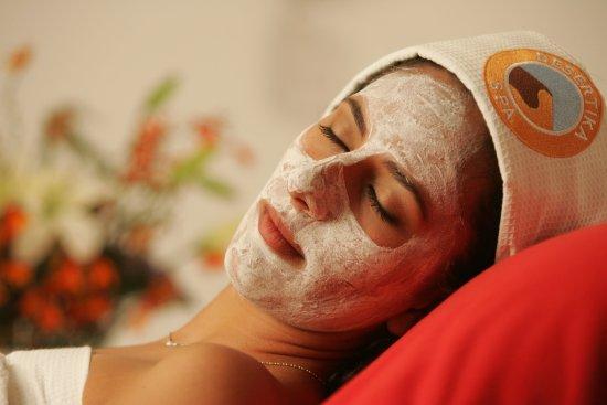 Desertika Spa: Todos nuestros tratamientos faciales van acompañados de un masaje relajante en manos y brazos.