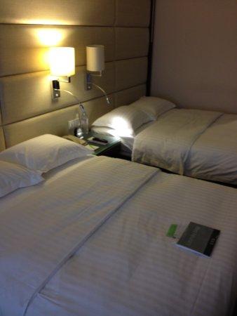 Regal Kowloon Hotel: Camas.