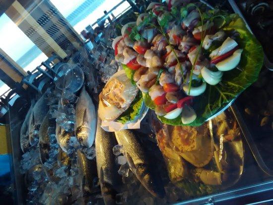 Restaurante Angra: Montra de peixe e marisco
