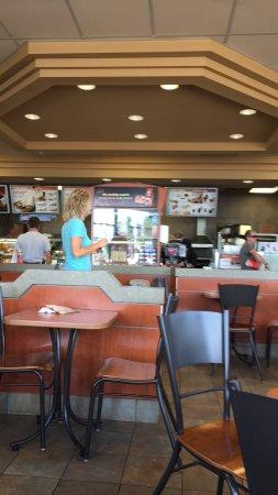 Perth, Canada: Met veel honger op zoek naar een eetgelegenheid na een lange rit door een overigens fraaie omgev