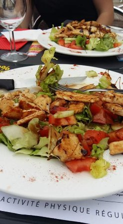 Saint-Vincent-de-Cosse, Francia: salade poulet