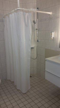 Neubrandenburg, Niemcy: Shower, good, but basic