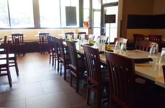 Cedars Mediterranean Kitchen: Matsalen