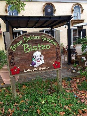 Brew Babies Garden Bistro: Entry sign