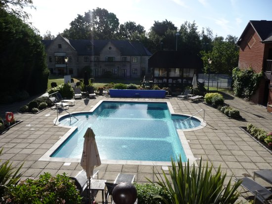 Ottershaw, UK: Heated Pool