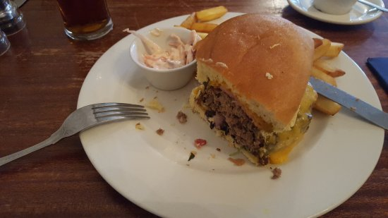 Cairn Hotel : Great Burger,delicious and BIG