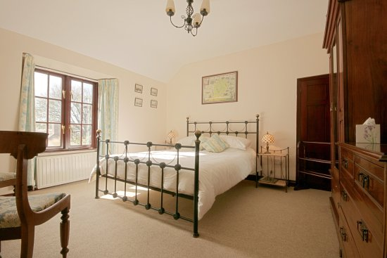 Sithney, UK: Gunwalloe bedroom in the oldest part of the house