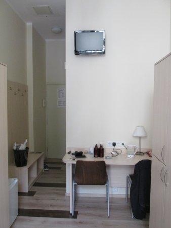 Corner Hotel: room 201