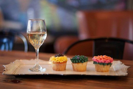 Lancaster, NY: Wine & Cupcake Classes