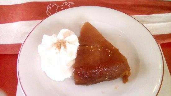 Quetigny, فرنسا: tarte tatin : portion un peu petite et on ne retrouve pas le goût du caramel....