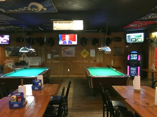 Avon Park, FL: Pool Tables, Dart Boards and TV's Everywhere!